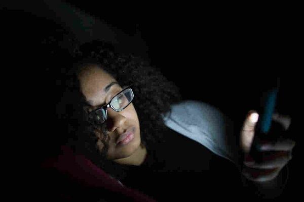 Smartphone in the dark can negatively affect your vision